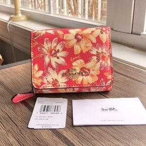 NWT Trifold Wallet With Vintage Daisy Script Print